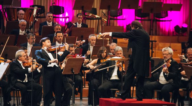 Julius Rachlin rips it up with Chailly and his Filarmonica band providing the accompaniment. Foto Alex Damian